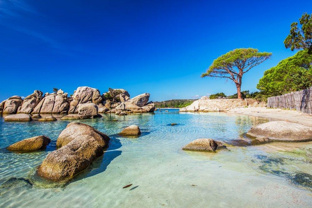 Palombaggia strand in corsica - mooiste stranden frankrijk