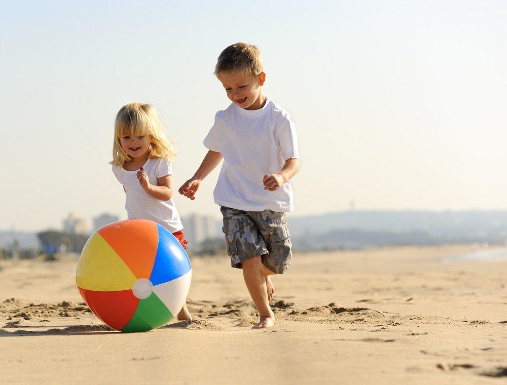 Naar het strand met jonge kinderen; dé paklijst voor een dagje strand